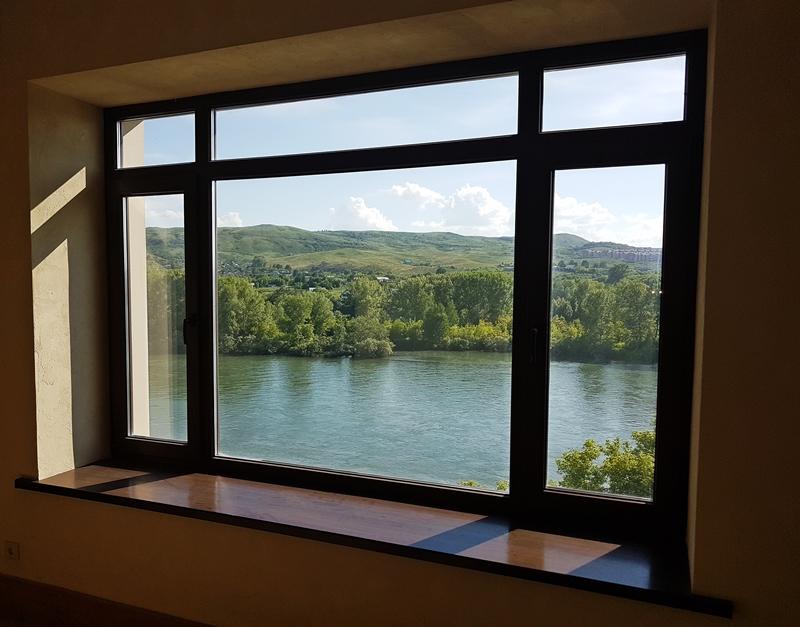 Интерьер в стиле лофт: какие окна выбрать?